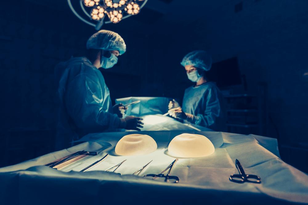 povećanje grudi korekcija implanta